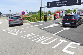 parking dépose minute Lyon Aéroport